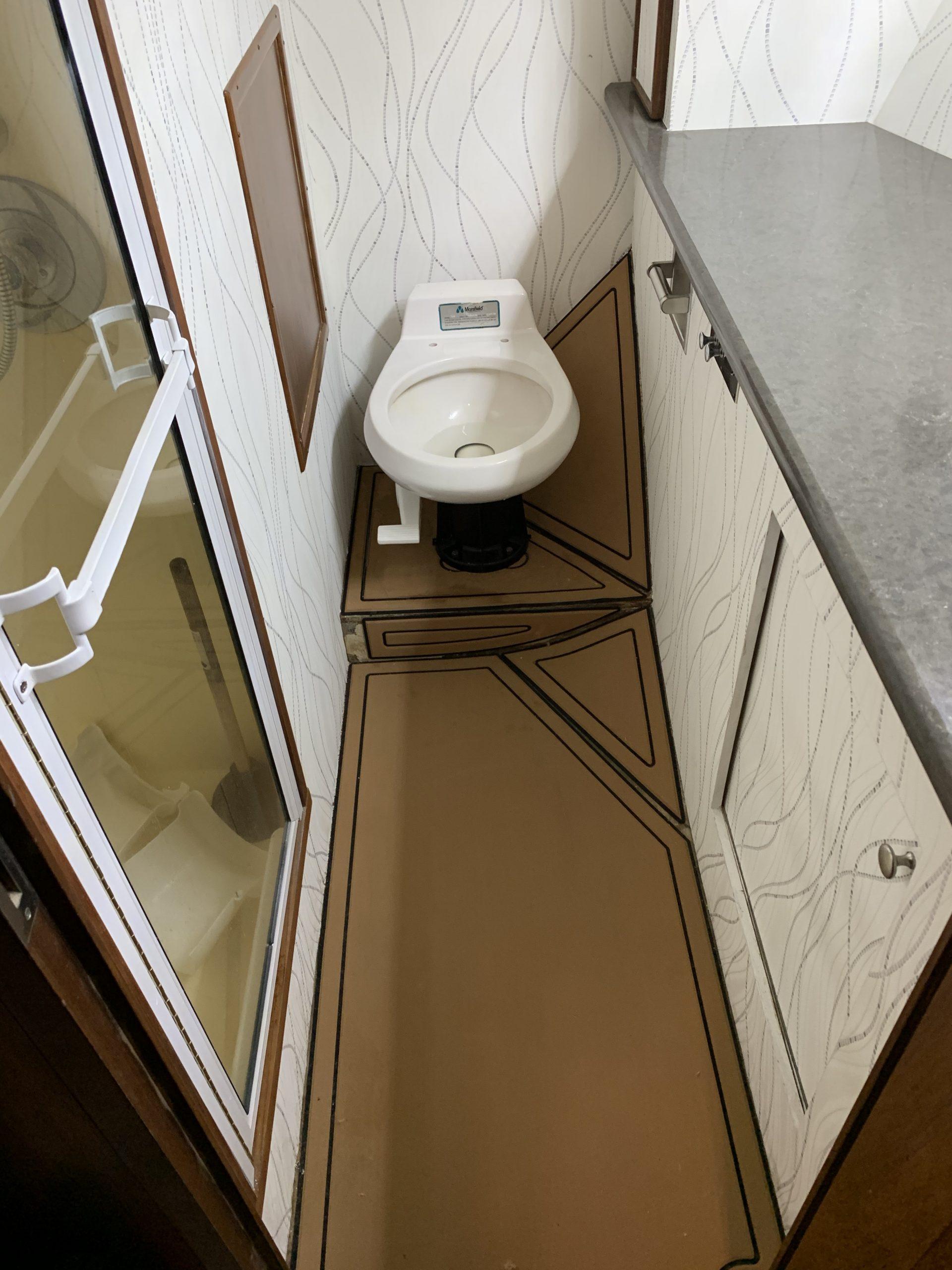 Diamond Girl - Bathroom